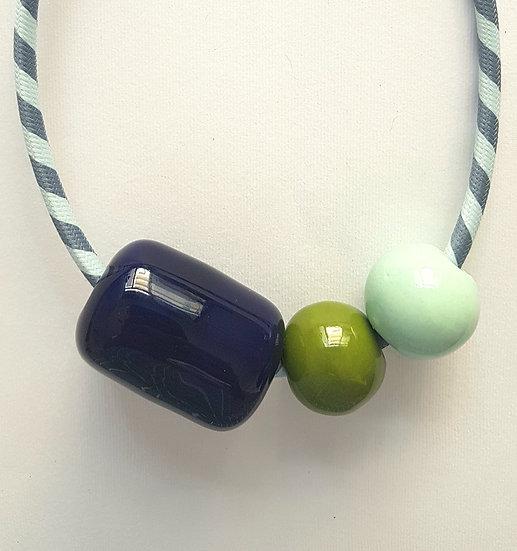 Collana Terno, capsula blu, sfere verde prato e verde acqua