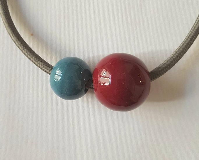 Collana Due Sfere, Rubino e blu pavone, cavo elettrico