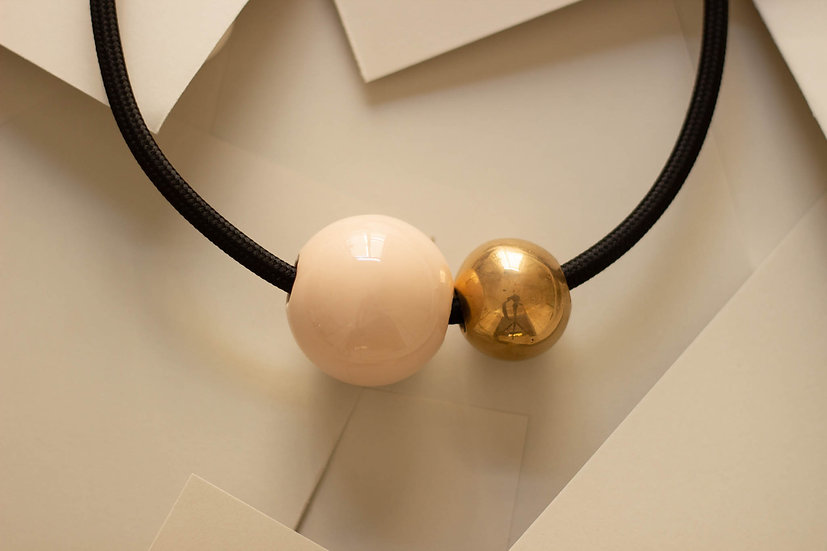 Collana due sfere, Rosa carne e Oro, cavo elettrico