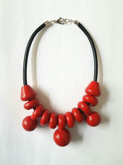 Collana MIZ Grande Rosso, collana in ceramica, pelle e ottone