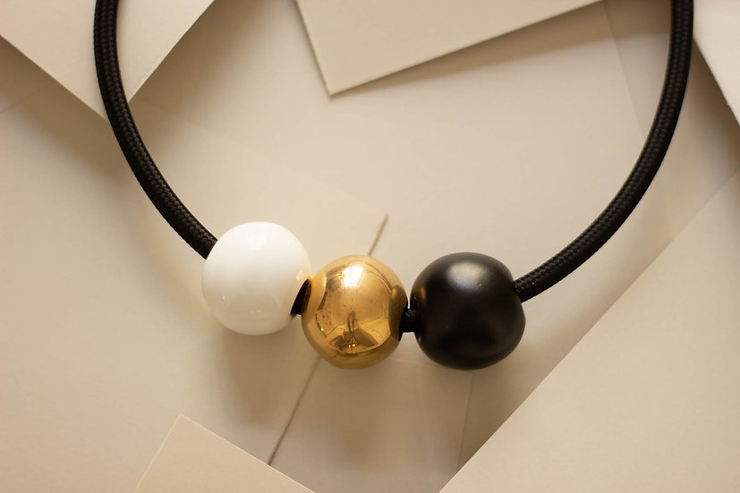Collana Terno Simo nero opaco, oro e bianco, cavo elettrico