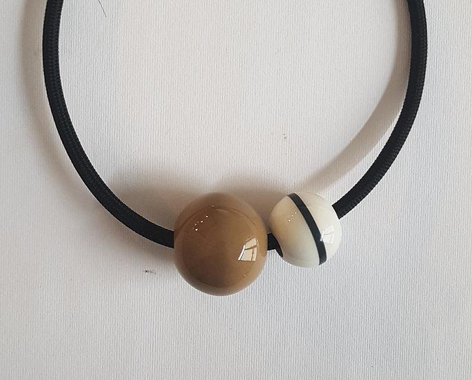 Collana Equatore, tabacco e bianco, deca nera, cavo nero.elettrico