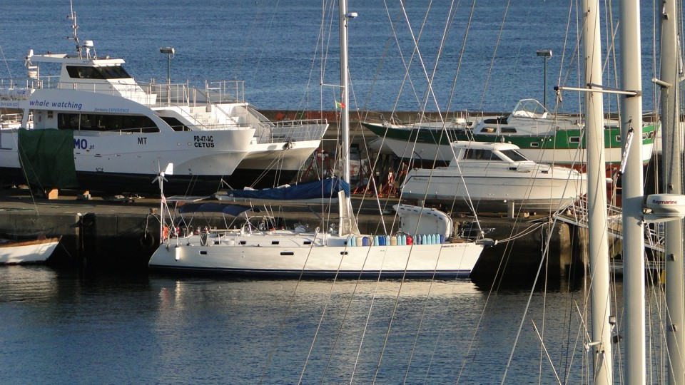 Hajónk Ponta Delgadaban