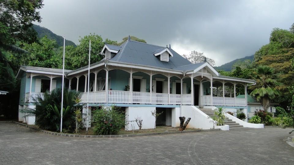 Mahé, craft village