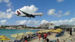 St. Martin, strand a reptér mellett
