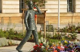 La statue du général de Gaulle déboulonnée à Évreux