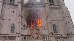 Un prêtre tué par l'incendiaire de la cathédrale de Nantes