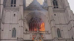 Encore une cathédrale en feu !