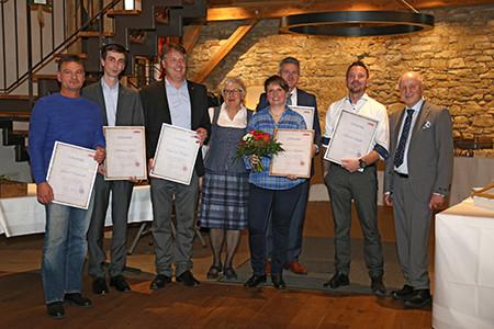 ABM ehrt langjährige Mitarbeiterinnen und Mitarbeiter