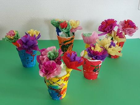 Un bouquet de fleurs éternel pour la fête de l'amour inconditionnel