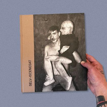 """""""SELV-ISCENESAT"""" . TUNE ANDERSEN . PHOTO BOOK"""
