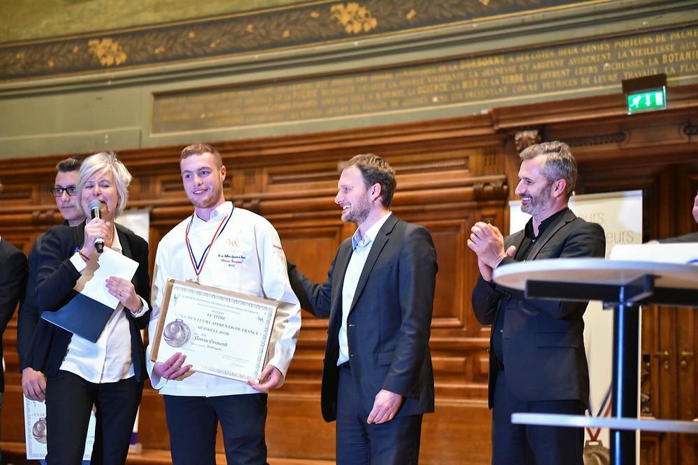 Damien et Lionel Valdan remettent les médailles aux Meilleurs Apprentis de France