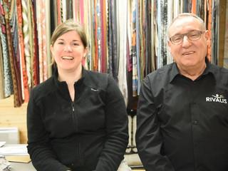 Laura, responsable d'un centre de formation de tapissiers