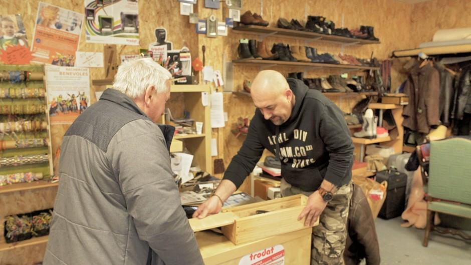 Laurent vend un de ses produit