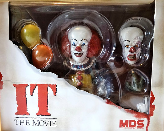 Designer Series IT Pennywise 1990 Deluxe Figure