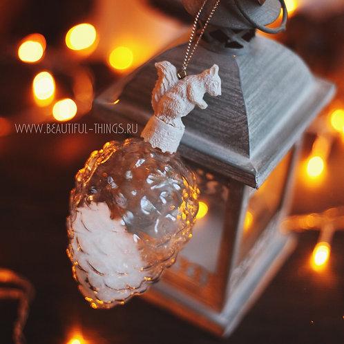 Новогоднее украшение «Белочка с шишкой»