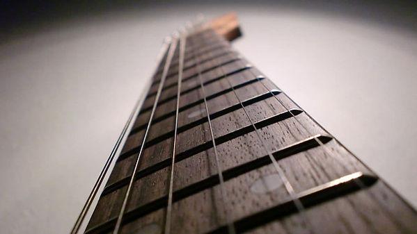 Gitarre Bundstäbchen mit scharfen kannten, Saiten reißen