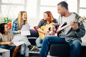 16 gute Gründe, warum du Gitarre spielen solltest