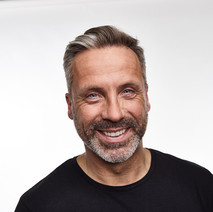 Jörg A.