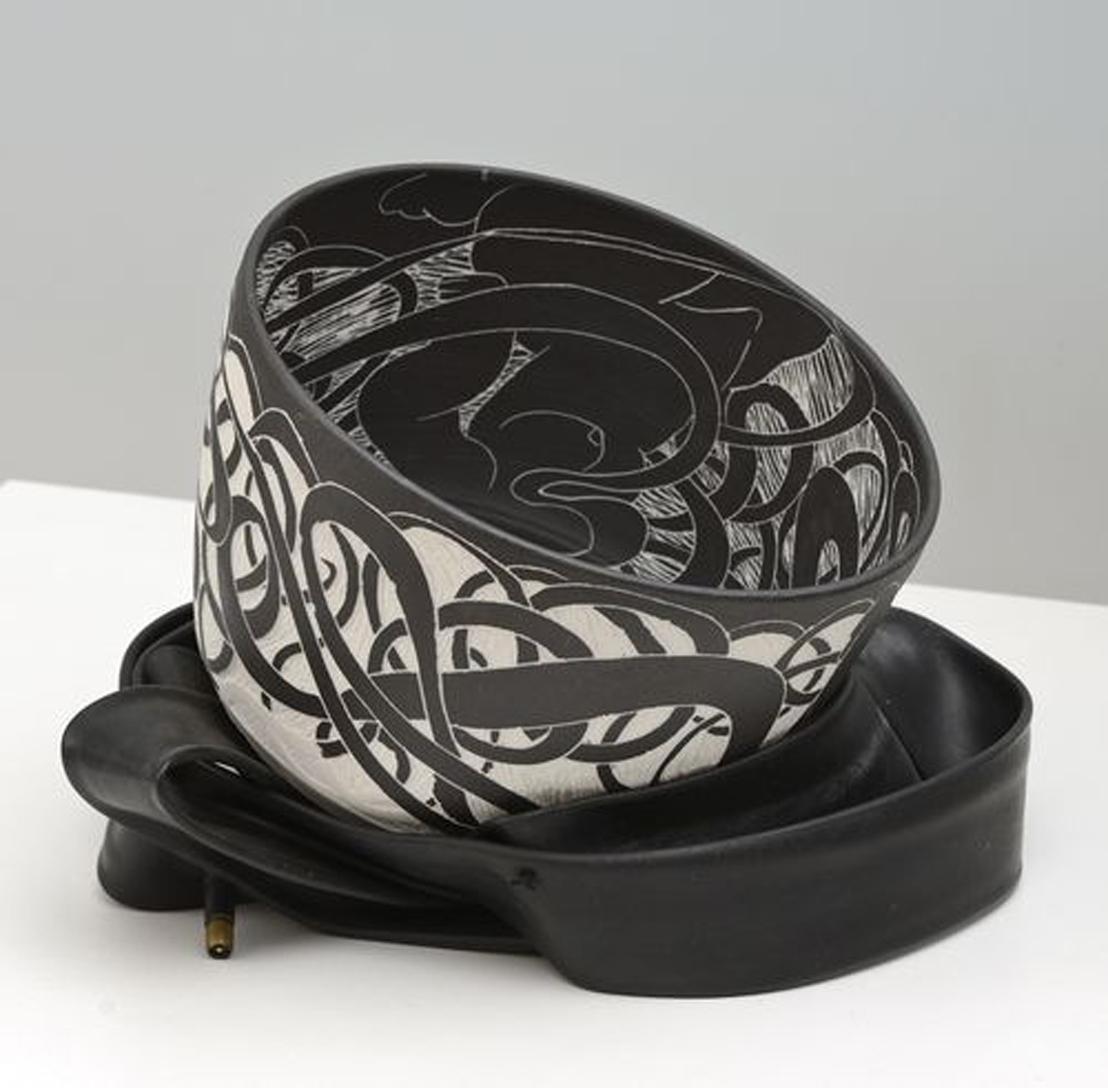 coupe noire et blanc avec caoutchouc - h 25.5 d. 18 cm.jpg