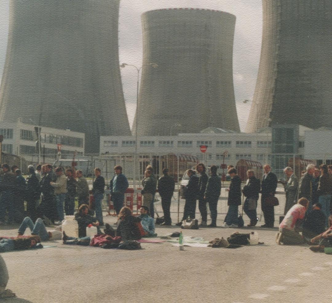Atomová katedrála v den protestu