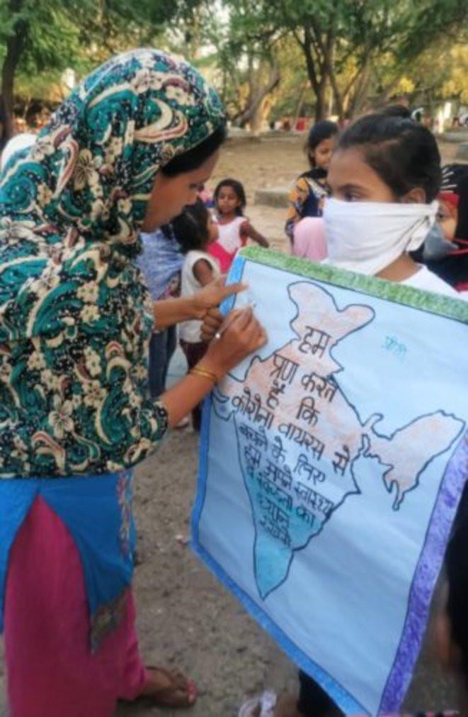 A Takia-Kale-Kha, Delhi, les jeunes filles assurent des missions de prévention auprès de la communauté des récupérat.eur.rice.s. © Association Chintan
