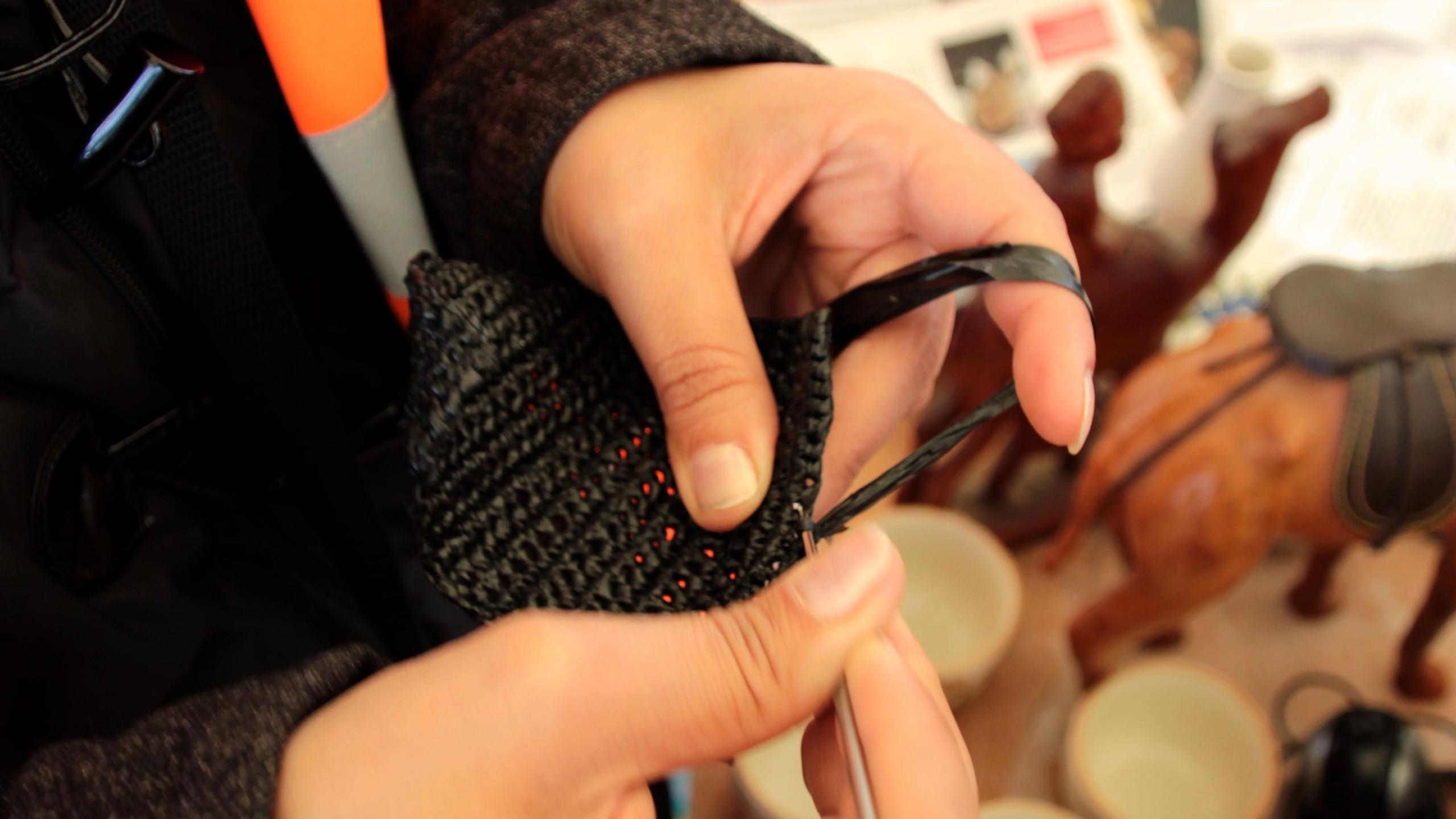 Tricoter avec des sachets plastiques