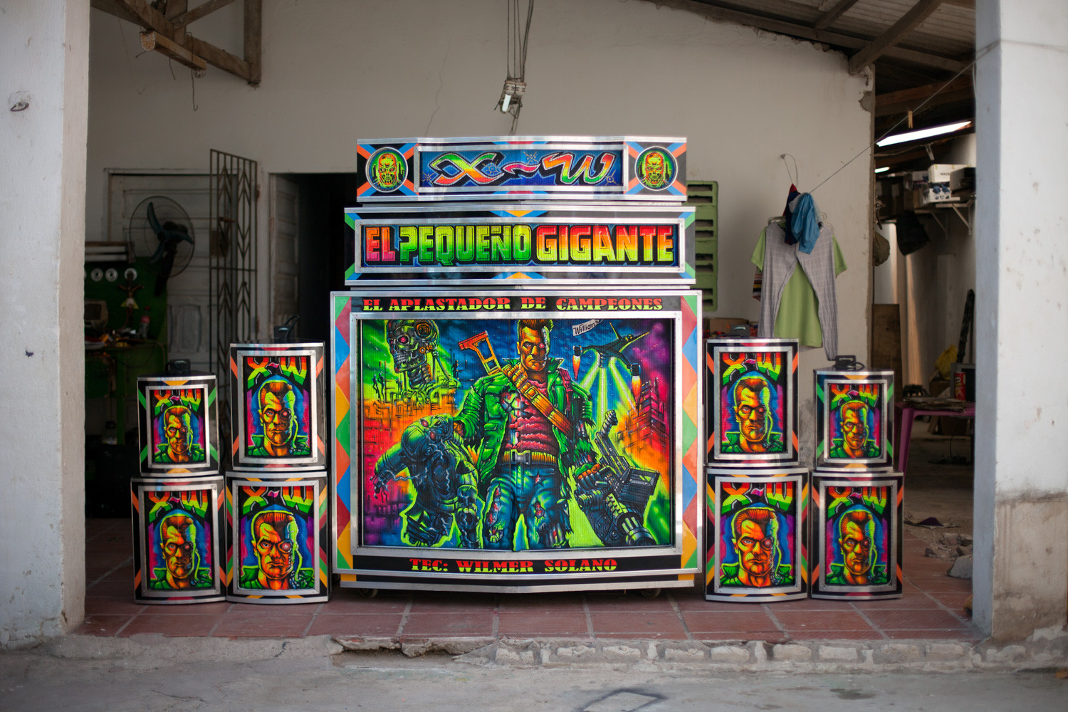 The majority of high-end pico paintings are done by Mr. William Guterrez Penaloza, an elusive artist better known in Barranquilla as Professor William. An arts professor at the Inocencio Chinca College of Barranquilla by day, and a revered pico-artist by night.