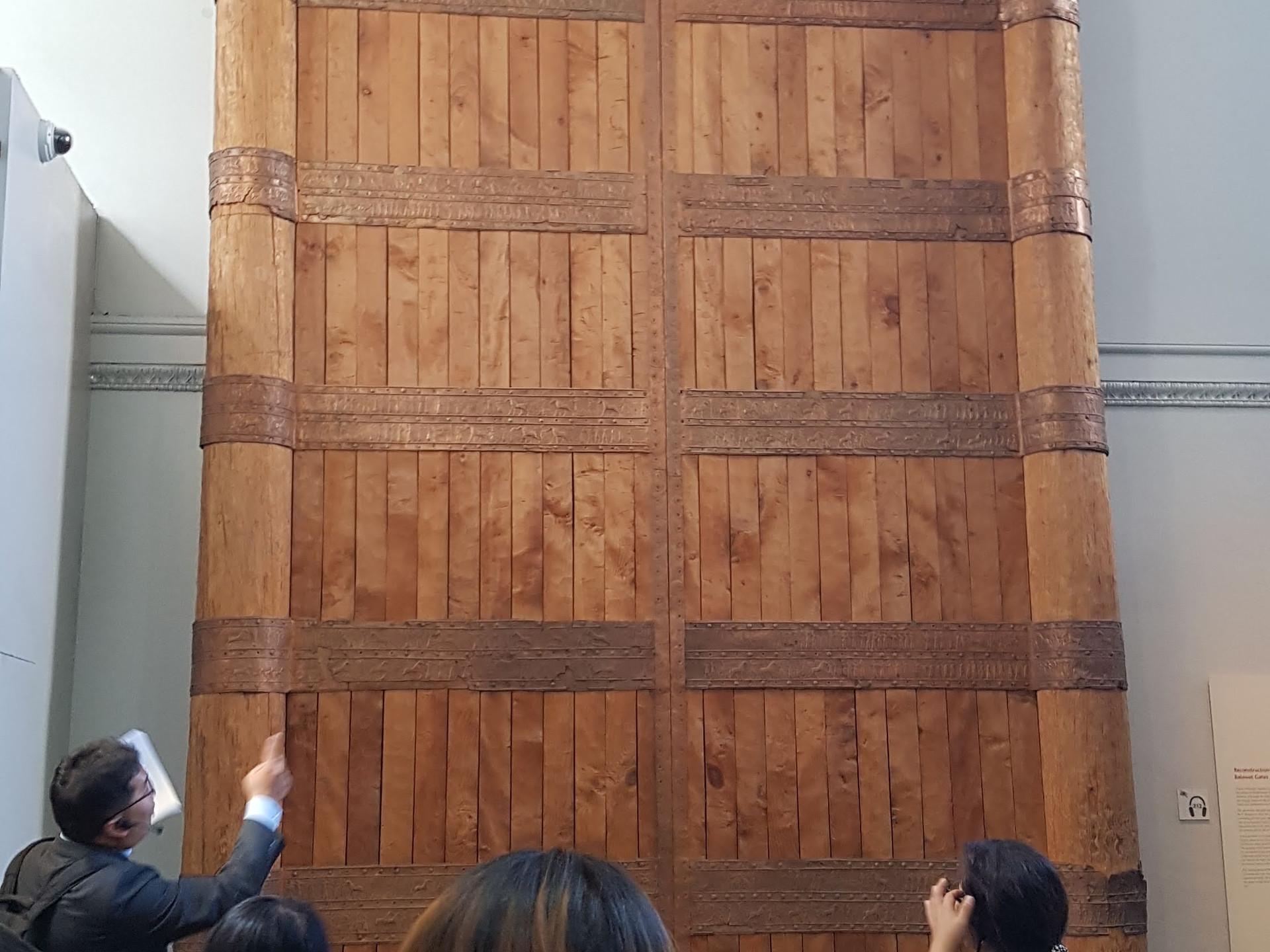 거대한 앗수르 성문