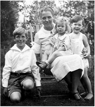 Linus Carl Pauling 3 - Ava and children.