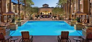 Outdoor pool sonesta suites
