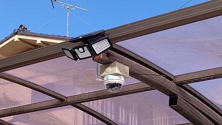 無線式ドームカメラとソーラーセンサーライトの組み合わせで威嚇効果抜群