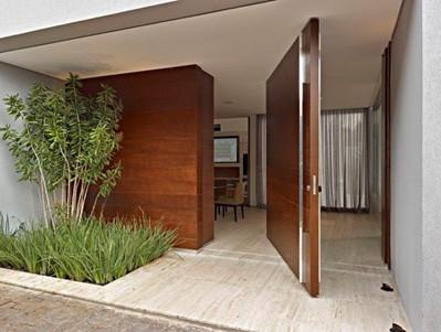 puerta pivotante de eje vertical madera natural - Puerta Pivotante
