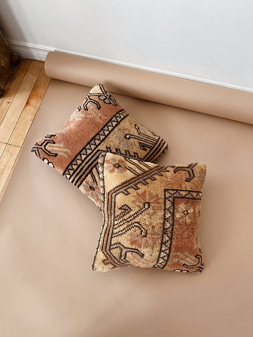 Rose Kilim Pillow | 14 x 14