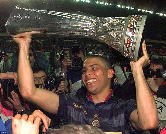 Chiếc cúp châu Âu đáng nhớ mà Ronaldo đã giúp Inter Milan có được cách đây 23 năm