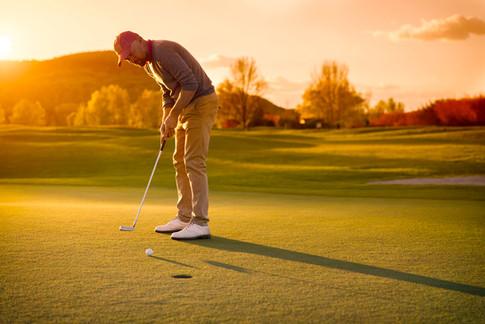 Golfer-Golfplatz-Putting.jpg