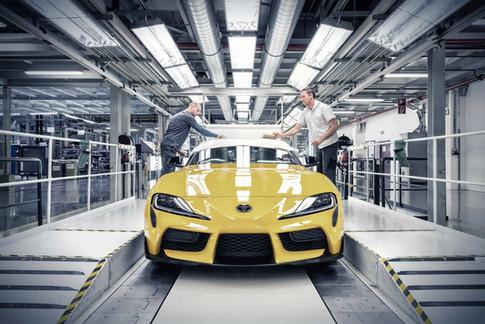 Arbeiter-Massenproduktion-Autos.jpg