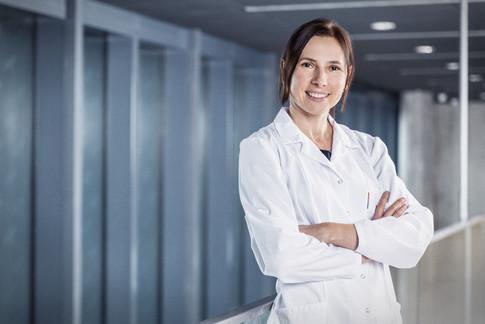 Arzt-Frau-Portrait.jpg