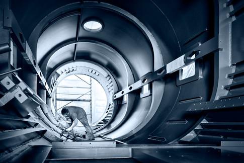 Arbeiter-lackiert-Stahlzylinder.jpg