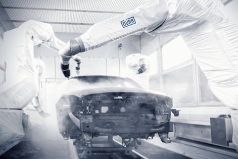 Roboterarme-lackieren-Auto-Karosse.jpg