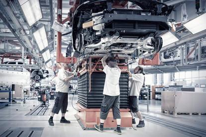 Montagestrasse-Autoindustrie.jpg
