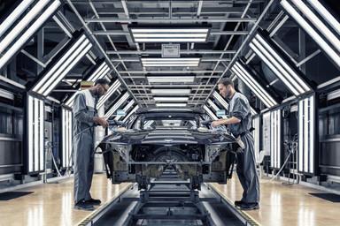 Politur-Auto-Produktionsstrasse.jpg