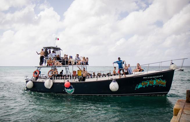 Dive boat 2.jpg