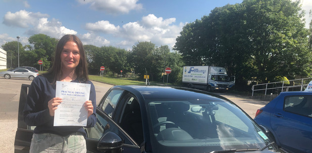 Haslemere driving lesson student, Ellie, passes at Guildford