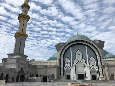 Get a deeper understanding of Islam in Malaysia with the guides of the Federal Mosque