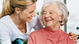 Заботливый и бережный уход за больными пожилого возраста