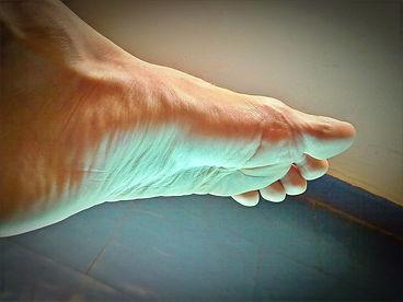 foot-57128_1920_edited.jpg
