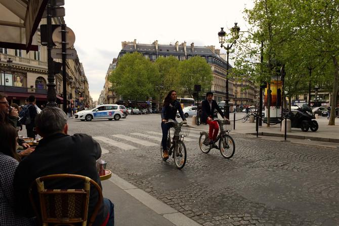 Flânerie fra et vårblomstrende Paris