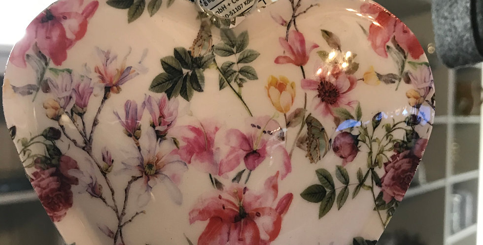 Décoration coeur à suspendre avec sujet de rose, métal émaillé, 15cm