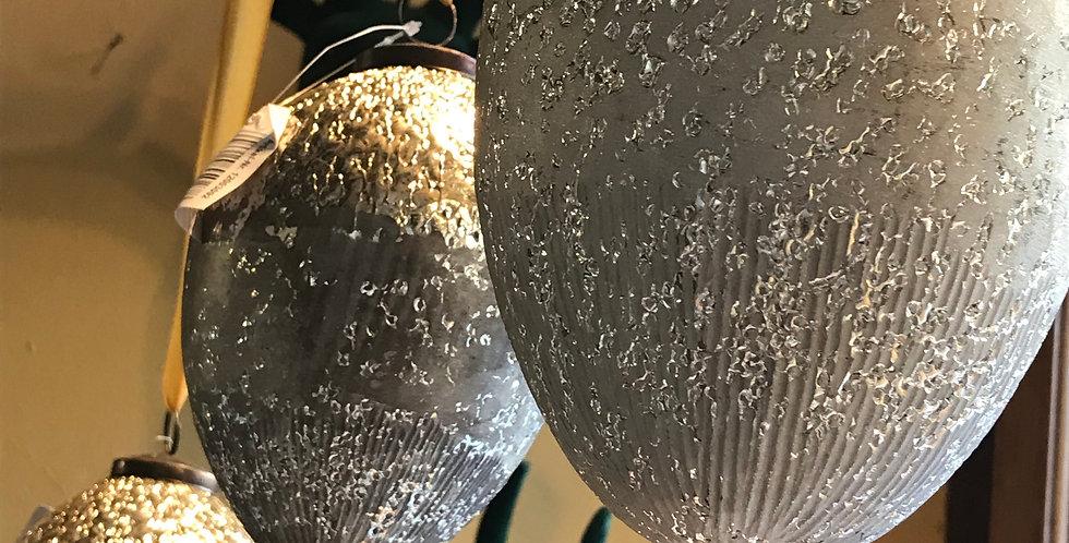 oeufs doré/beige à suspendre, céramique et métal 12cm